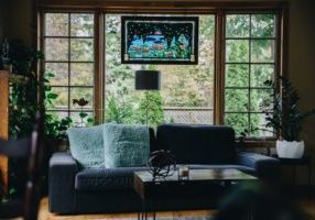 cozy-livingroom-with-window_4460x4460