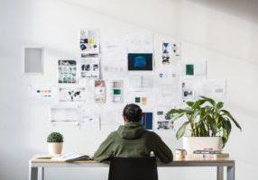 designer-at-desk_925x