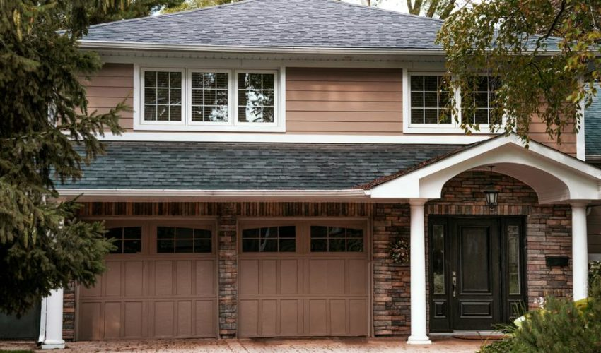 house-with-garage_925x